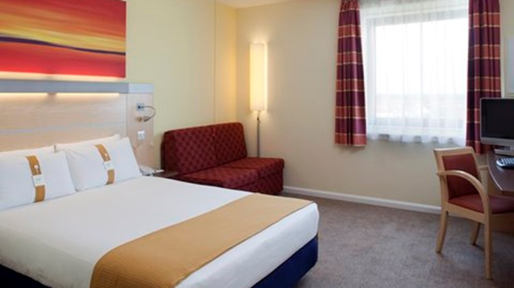 Holiday Inn Express London-Newbury Park Room
