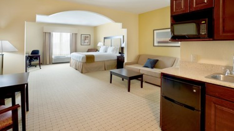Holiday Inn Express & Suites Georgetown Suite