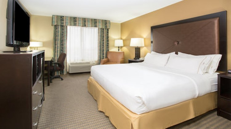 Holiday Inn Express & Suites Lexington Room