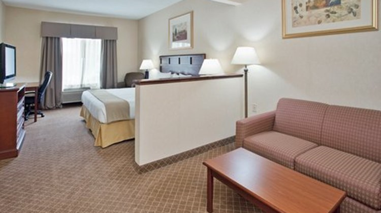 Holiday Inn Express Kirksville Suite