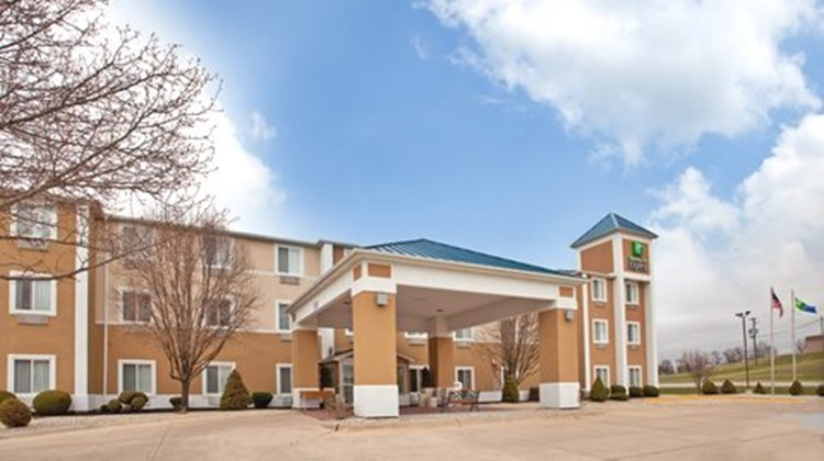 Holiday Inn Express Kirksville Exterior