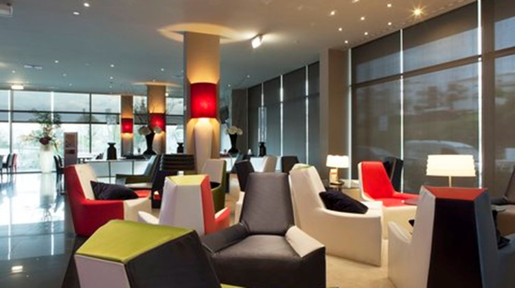 Holiday Inn Express Lisbon Alfragide Lobby