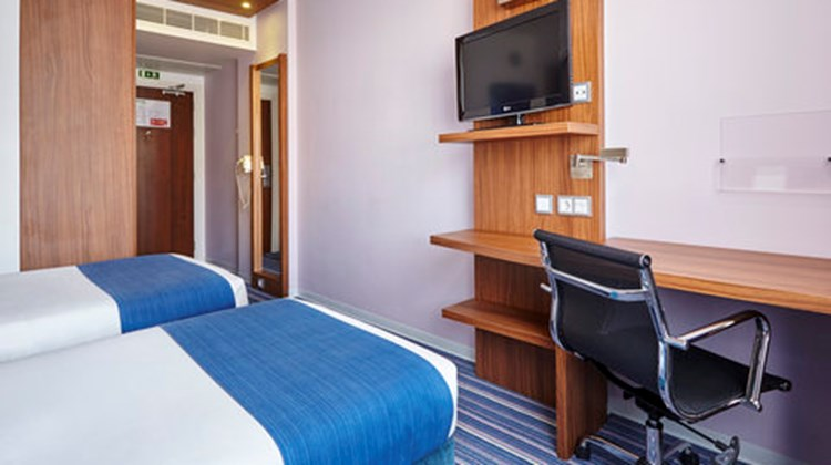 Holiday Inn Express Lisbon Alfragide Room