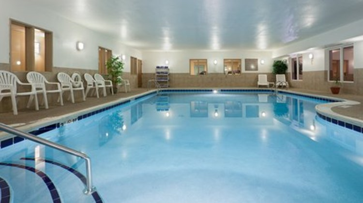 Holiday Inn Express & Suites Lancaster Pool