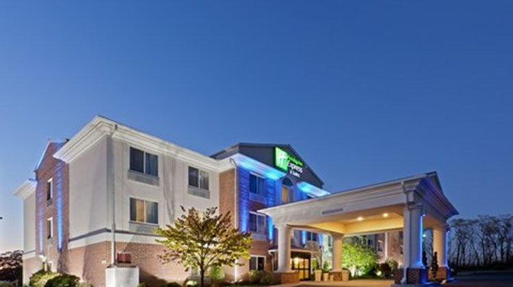 Holiday Inn Express & Suites Lancaster Exterior