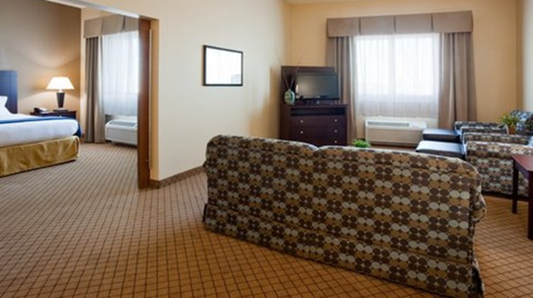 Holiday Inn Express Mankato East Suite