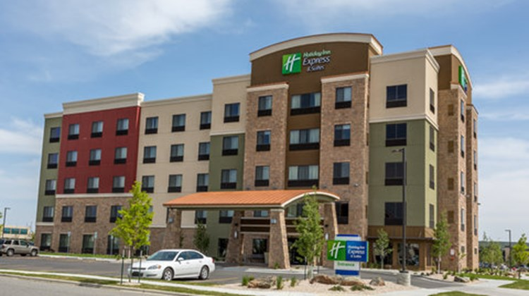 Holiday Inn Express & Suites Billings Exterior