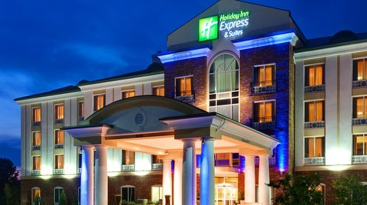 Holiday Inn Express Millington Exterior