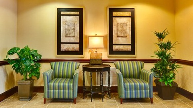 Holiday Inn Express Millington Lobby