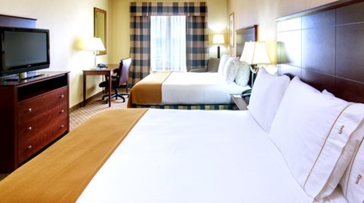 Holiday Inn Express Millington Room