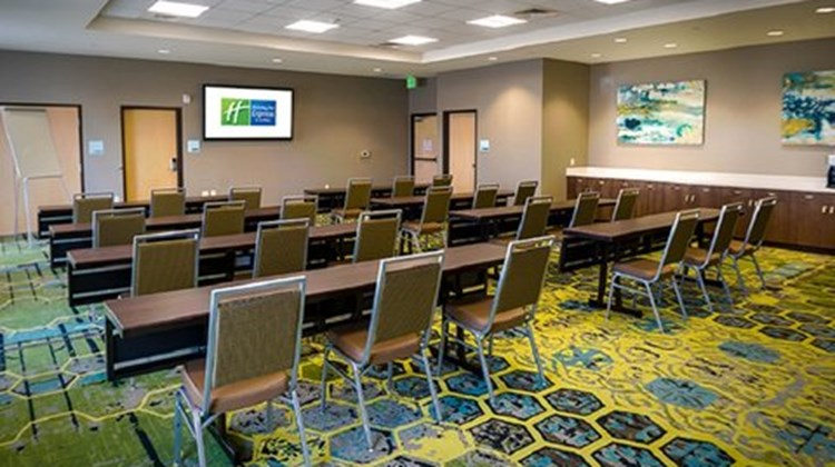 Holiday Inn Express & Stes Murray Meeting