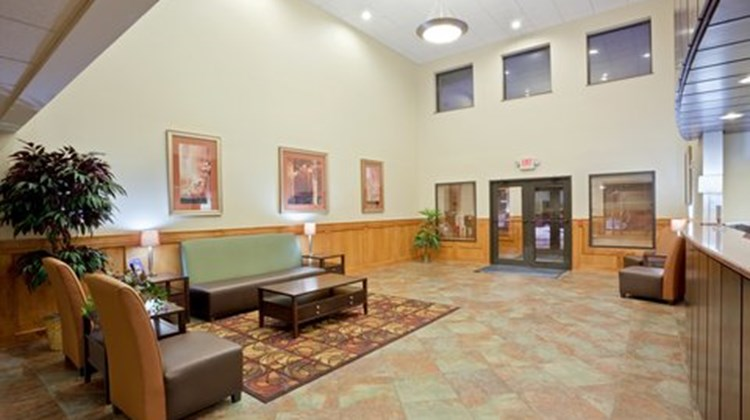 Holiday Inn Express Lincoln South Lobby