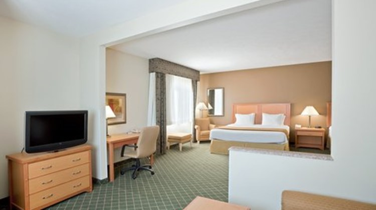 Holiday Inn Express Lincoln South Suite