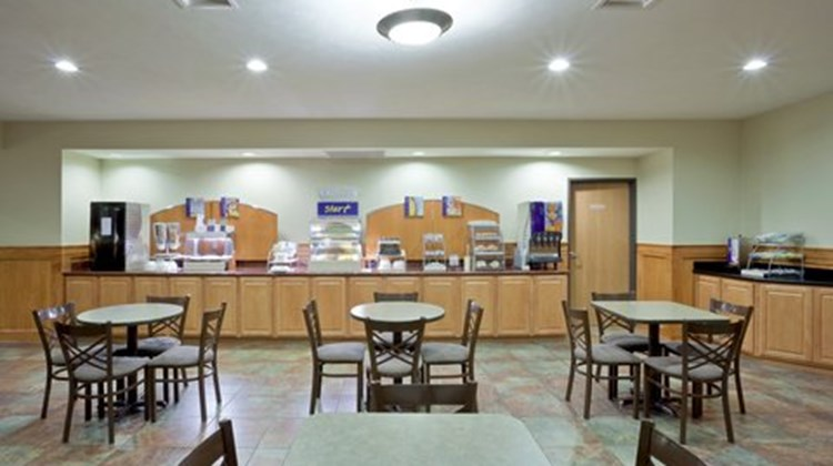 Holiday Inn Express Lincoln South Restaurant