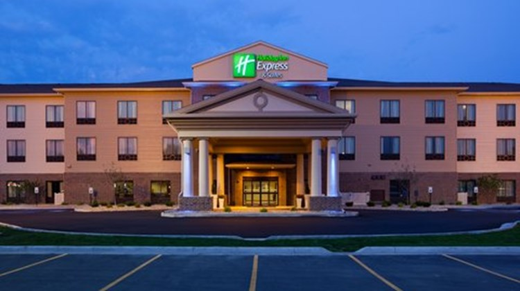 Holiday Inn Express and Suites Exterior