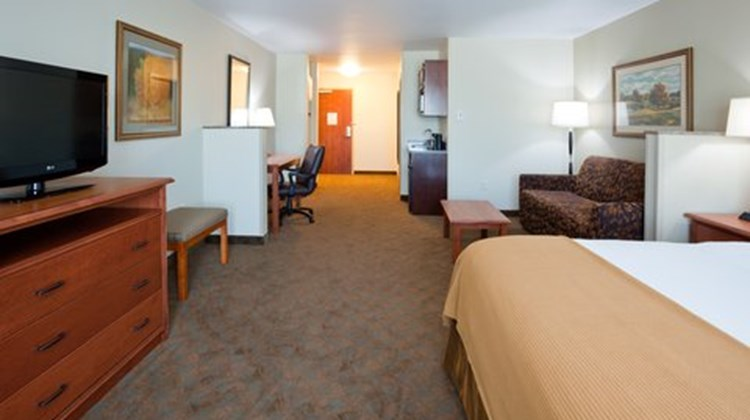 Holiday Inn Express and Suites Suite