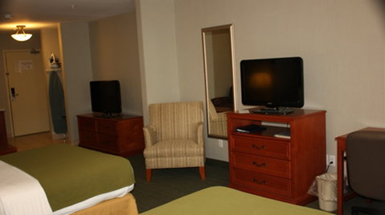 Holiday Inn Express & Suites Medicine Ha Suite