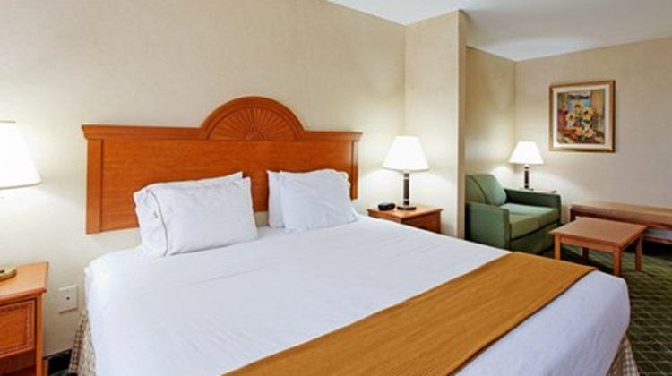 Holiday Inn Express & Suites Sylacauga Suite