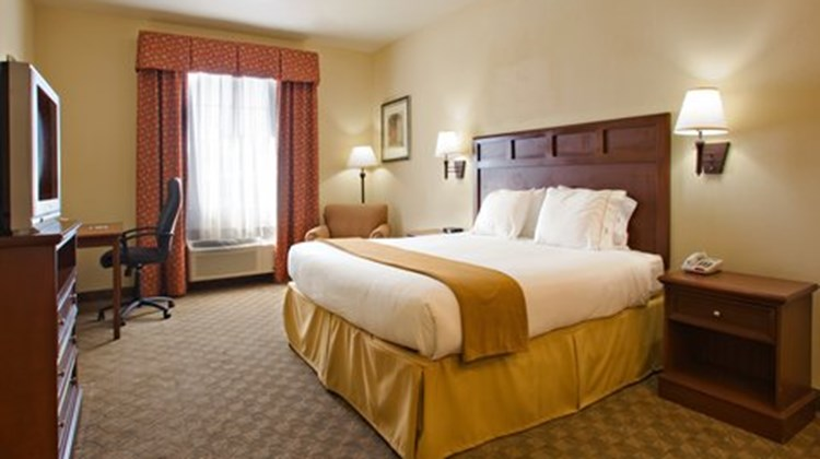 Holiday Inn Express Levelland Room