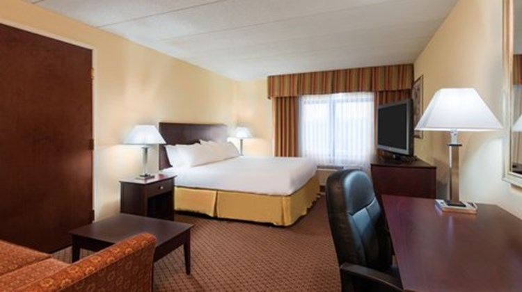 Holiday Inn Express Richmond Airport Room