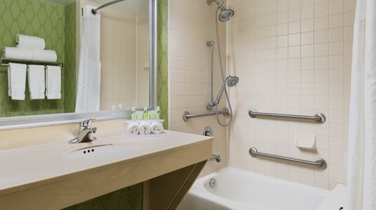 Holiday Inn Express Richmond Airport Suite