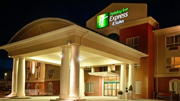 Holiday Inn Express Hotel & Suites Edson Exterior