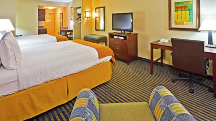 Holiday Inn Express Ooltewah Suite