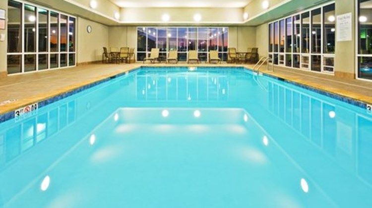 Holiday Inn Express Ooltewah Pool