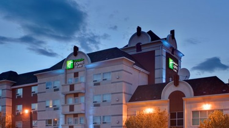 Holiday Inn Express & Suites Lethbridge Exterior