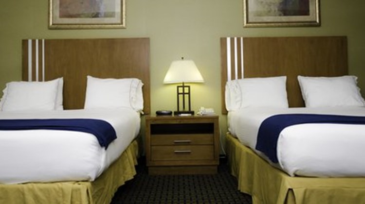 Holiday Inn Express & Suites Lethbridge Room