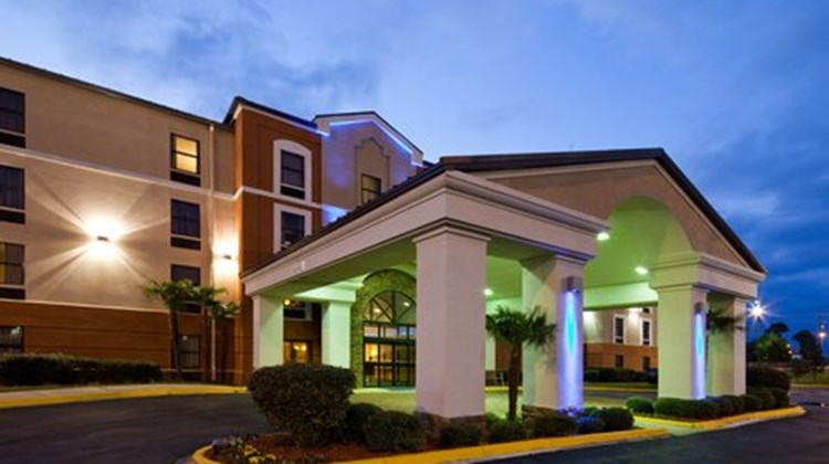 Holiday Inn Express & Suites - Ridgeland Exterior