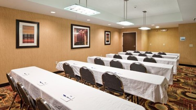 Holiday Inn Express & Suites - Ridgeland Meeting