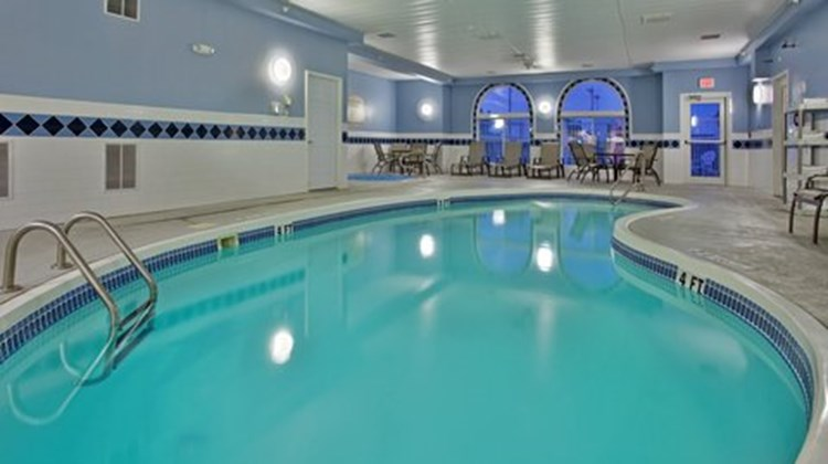 Holiday Inn Express & Stes Maryville Pool