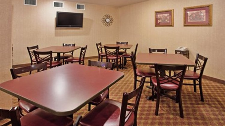 Holiday Inn Express & Stes Maryville Restaurant