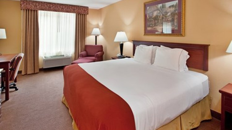 Holiday Inn Express & Stes Maryville Room