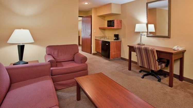 Holiday Inn Express & Stes Maryville Suite