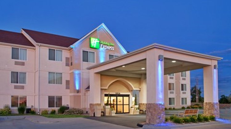 Holiday Inn Express & Stes Maryville Exterior