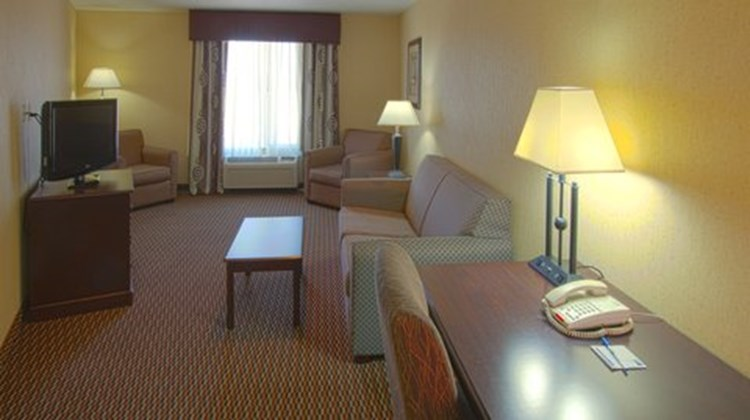 Holiday Inn Express & Suites Nampa Suite