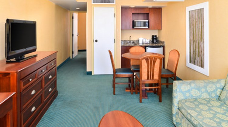 Holiday Inn Express & Suites VA Beach Suite