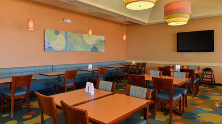 Holiday Inn Express & Suites VA Beach Restaurant
