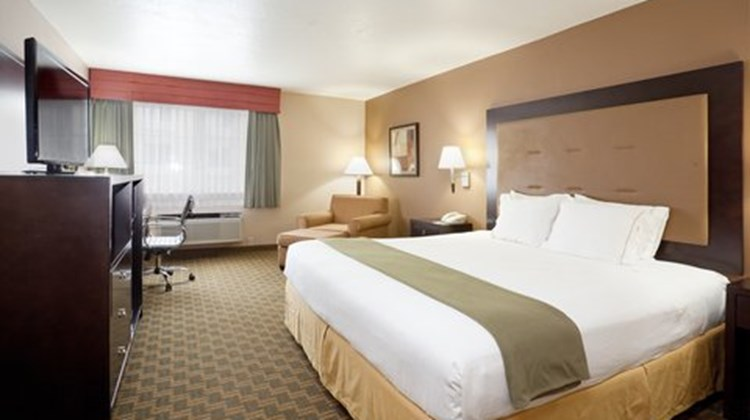 Holiday Inn Express Portland Airport Room