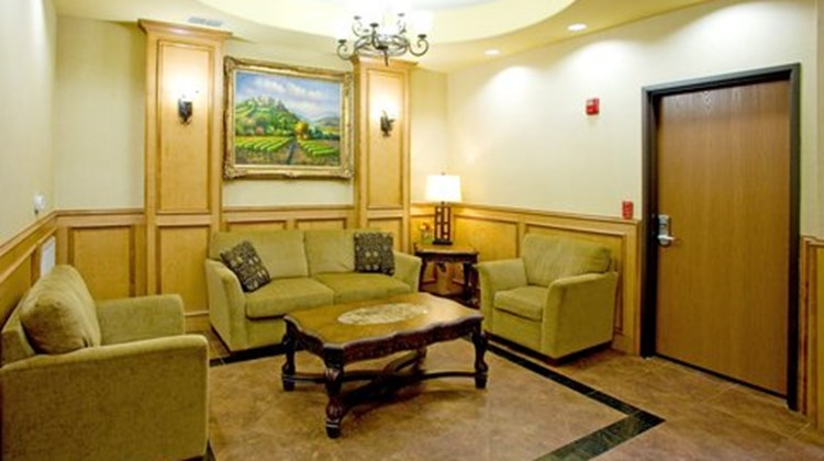 Holiday Inn Express Jourdanton Lobby