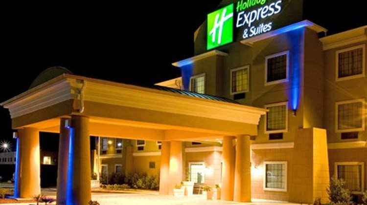 Holiday Inn Express Jourdanton Exterior