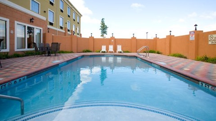 Holiday Inn Express Jourdanton Pool