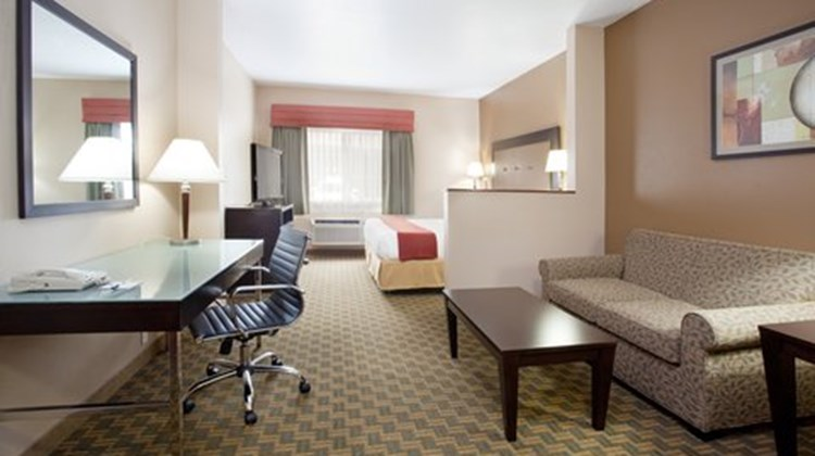 Holiday Inn Express Portland Airport Suite