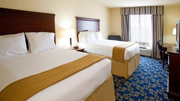Holiday Inn Express Jourdanton Room