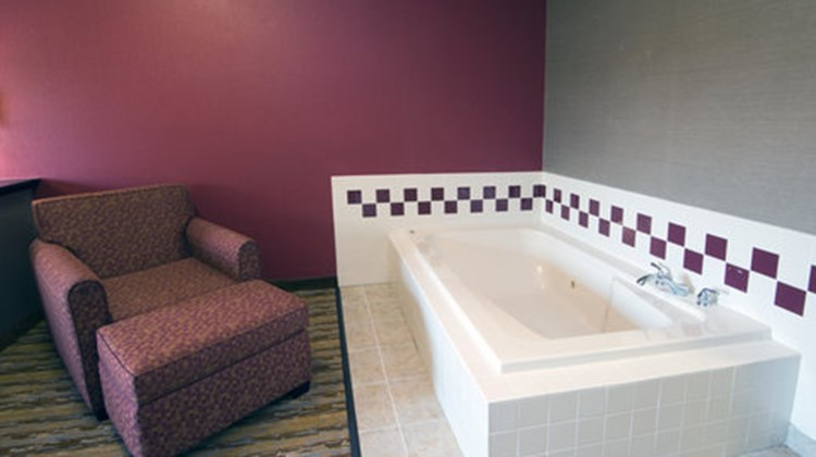 Holiday Inn Express & Suites Wauseon Suite