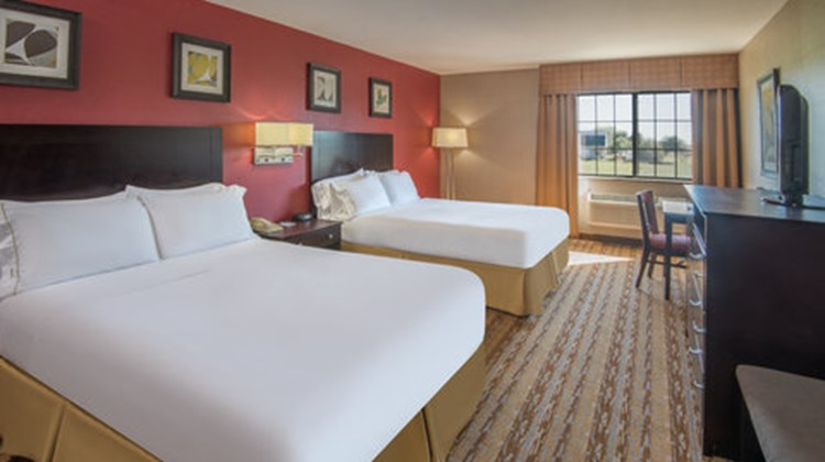 Holiday Inn Express & Suites Wauseon Room