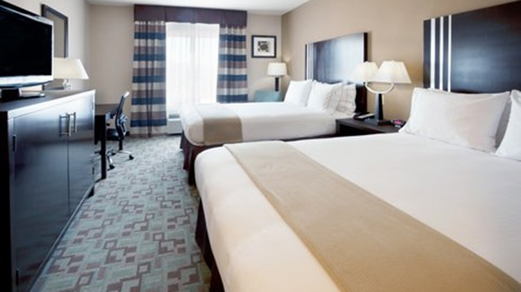 Holiday Inn Express & Suites Beltway 8 Room