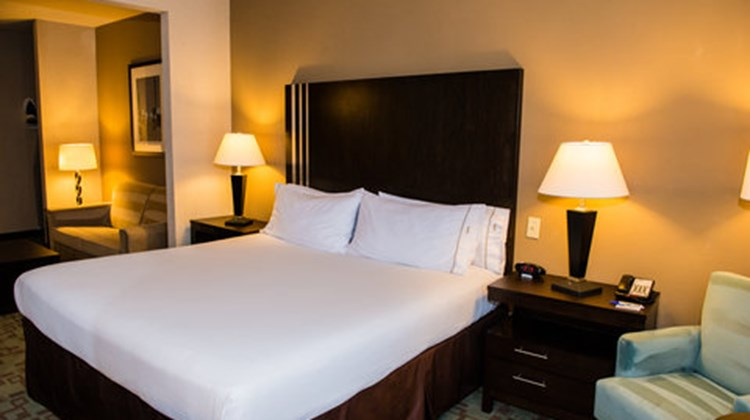 Holiday Inn Express & Suites Beltway 8 Suite